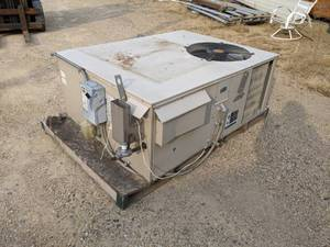 Lennox Rooftop AC Unit - Model GCS16-036-90-5Y - 3 Phase
