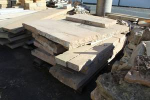 Lot of (1 Pallet) Mankato Stones