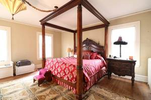 "Four-poster Henredon ""Natchez Collection"" Mahogany King bed frame"