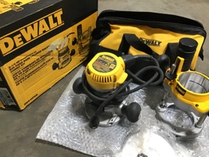 Dewalt DW618PKB 2-1/4 HP EVS Fixed Base / Plunge Router Combo Kit used in good condition see pictures