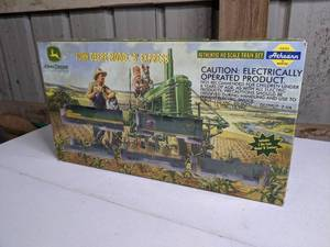 John Deere Model 'B' Express Authentic HO Train Set in Box