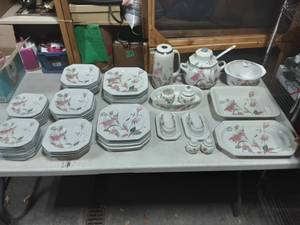 Mikasa Silk Flowers Dish Set: 70 Pieces