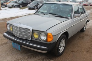 1984 Mercedes-Benz 300D - RUNS ON EITHER DIESEL OR USED FRYER OIL!!