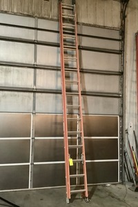 32' Fiberglass Extension Ladder 1A 300lb Werner