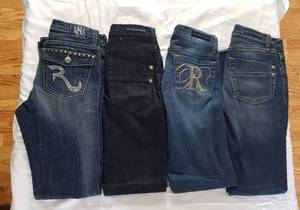 4 pair sz 6 Rock & Republic Jeans. (1 boot cut & 3 skinny)