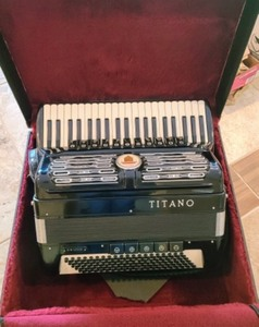 Titano Virtuoso (Four Quad/Reed) Accordion