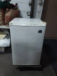 Igloo Apartment Size 3-4 Cu, Ft. Refrigerator Works