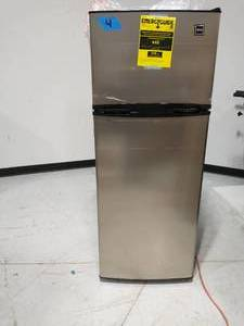RCA 7.5 cu. ft. Refrigerator with Top Freezer in Stainless Look