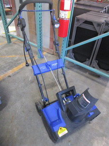 SNOW JOE ELECTRIC SNOW THROWER-NEW