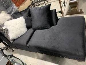 BLACK SECTIONAL/MINI COUCH