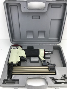 "Tool Shop - 18GA and 1/4"" Crown Pneumatic Staple Gun - Range 3/8""-1"""