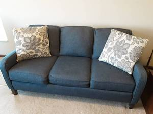 Smith Bros. Mid Size Sofa +++Bring Help To Load+++