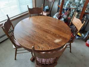 Antique Dining Table, 4-Chairs With A Leaf