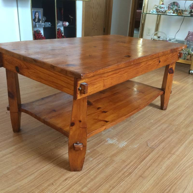 Pine Coffee Table Cottage Style Sartell Estate Auction K Bid