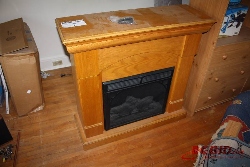 "Twin Star Electric Fireplace w/Remote & Wooden Encasement; Model 23EF003SRA; 12.5A; 120V; 60Hz; 40"" X 13.5"" x 38""; Tested & Operational. 