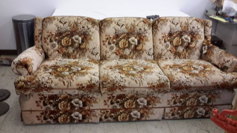 Sofa west fargo liquidation new location 1 k bid for Liquidation de sofa