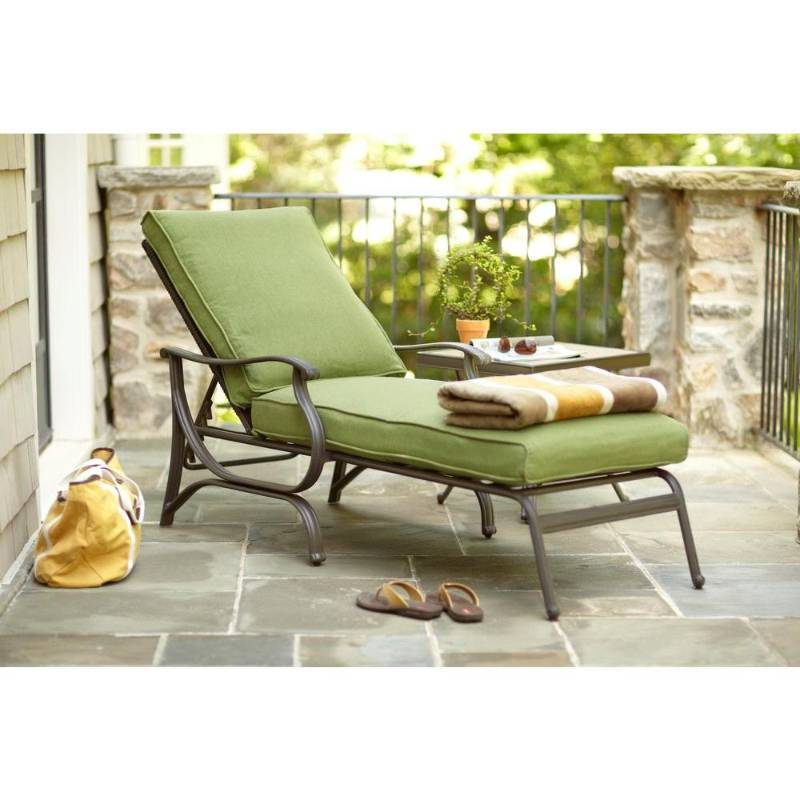 Pembrey patio chaise kx real deals auction general for Chaise de patio