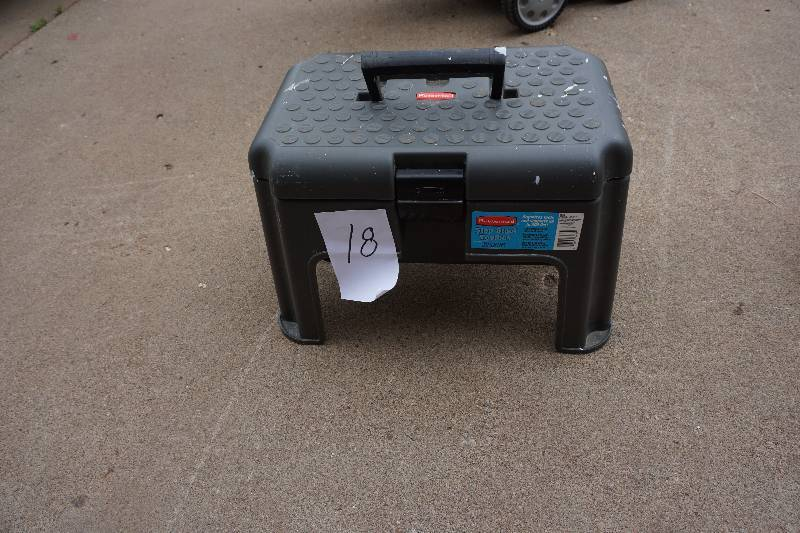 Rubbermaid Model 7768 Combination Step Stool And Tool Box