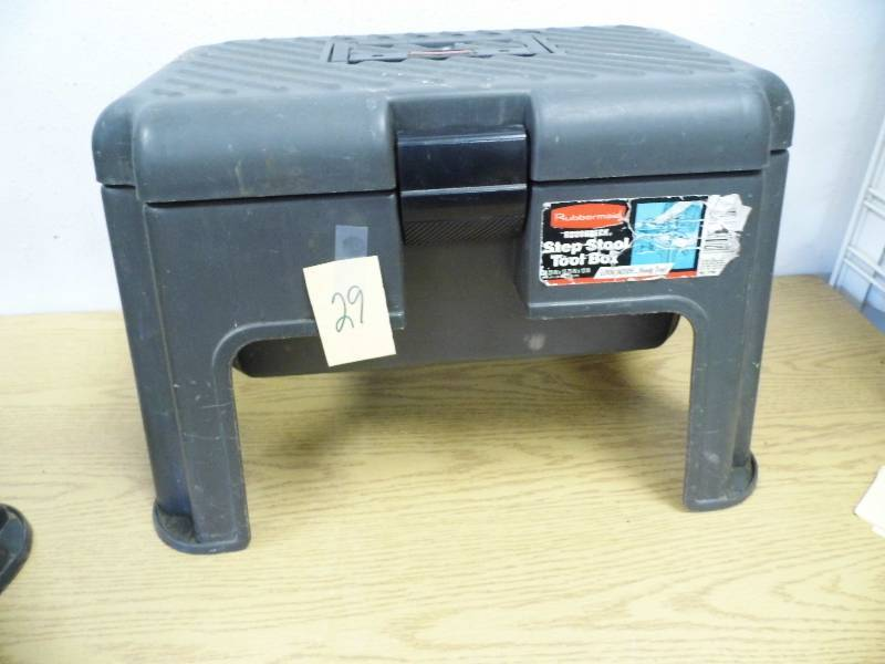Rubbermaid Step Stool Tool Box June 12 Consignment K Bid