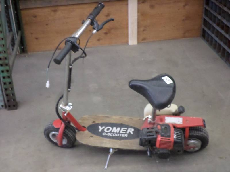 Yomer g scooter gas powered scooter loretto equipment for Garage scooter nice