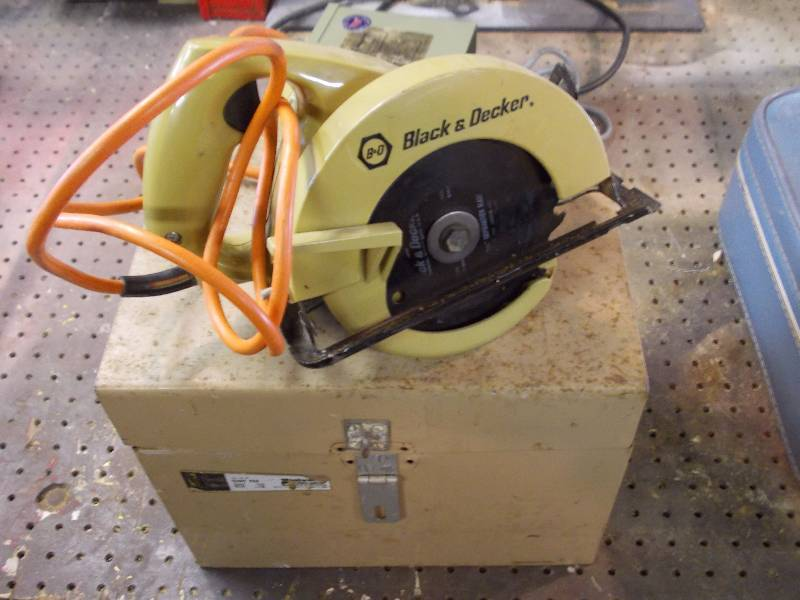how to change blade on circular saw black and decker
