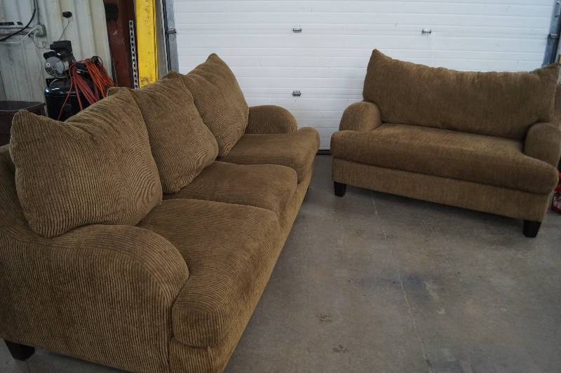 Sofa loveseat moorhead liquidation july consignment 1 for Liquidation de sofa