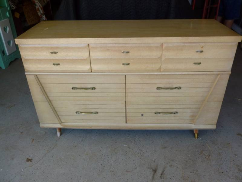 Vintage Harmony House Six Dovetailed Drawer Dresser That Measures About 18 D X 52 L 32 H Has Some Light Wood Scuffs Solid Usable Condition