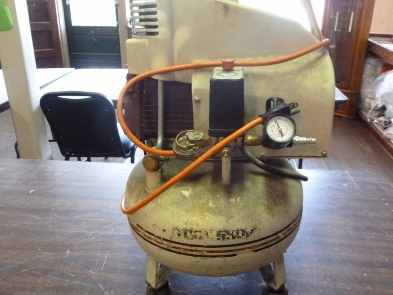 Tool Shop Pancake Air Compressor Manannah 167 Antique