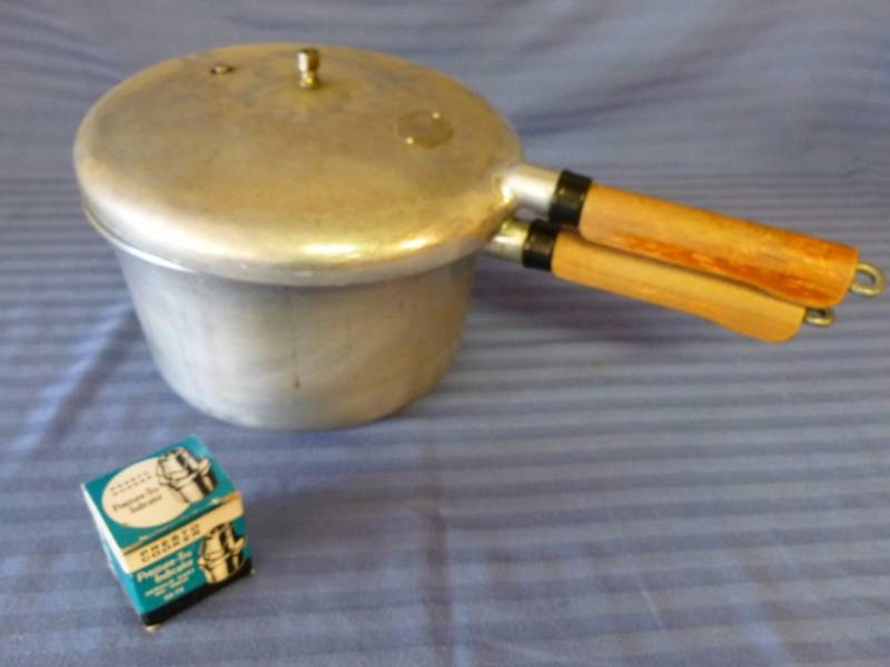 Cooker For Snowmobile ~ Vintage pressure cooker manannah bunn collectibles