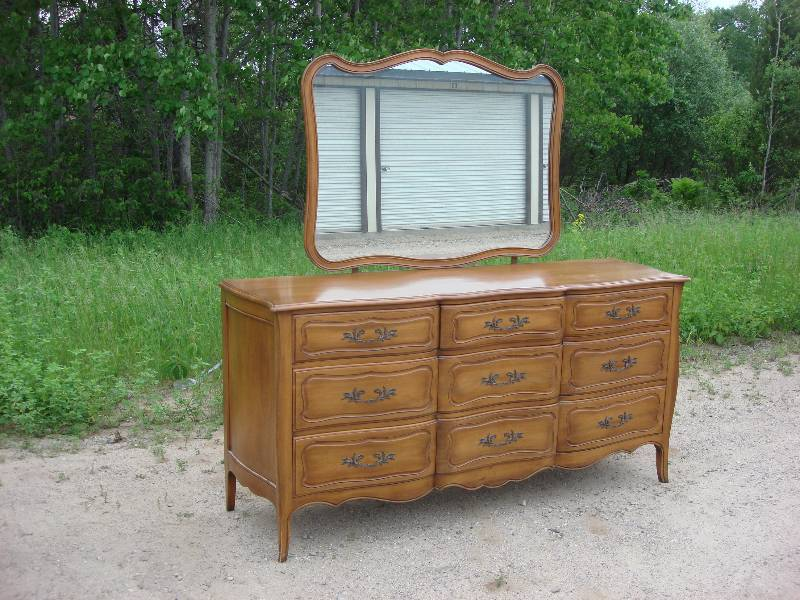 Bon Bedroom Dresser With Mirror In Excellent Condition. Second Of Five Matching  Pieces By Davis Cabinet Co Of Nashville TN In Fleming Walnut Finish.