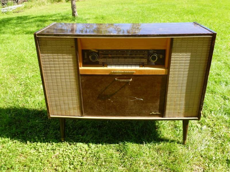 Vintage stereo manannah 176 furniture sale spectacular k bid Model home furniture auction mn