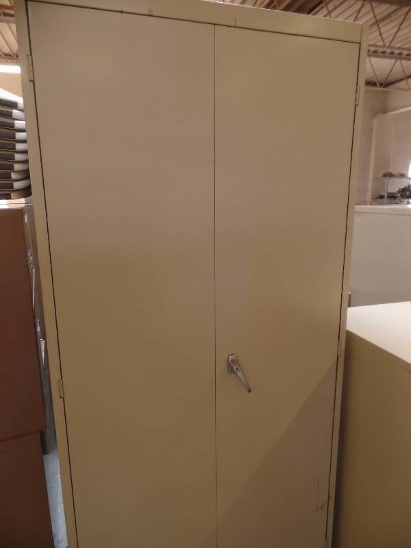 A Large Steel Storage Cabinet With 4 Adjule Shelves By All Measures 3 Ft Wide X 2 Deep 6 1 Tall Shows Wear But Is In Nice Usable