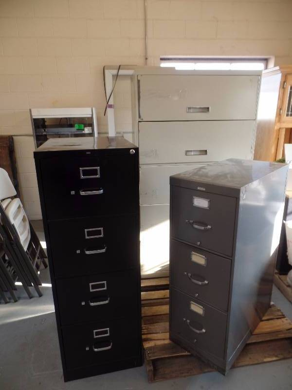 3 Orted Metal Filing Cabinets The Largest Cream Cabinet Has 5 Drawereasures Ft Wide X 1 2 Deep Tall Brand Unknown